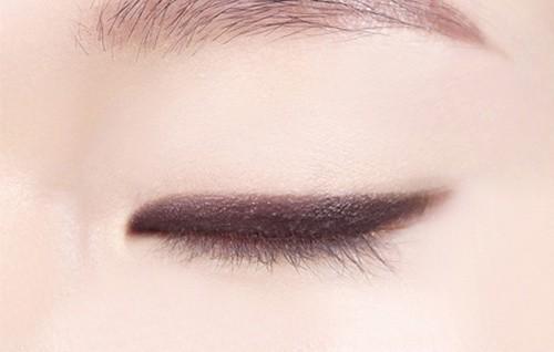 Sáp Đánh Màu Mắt Ánh Nhũ Innisfree Eye Contouring Stick Round (Đầu Tròn)