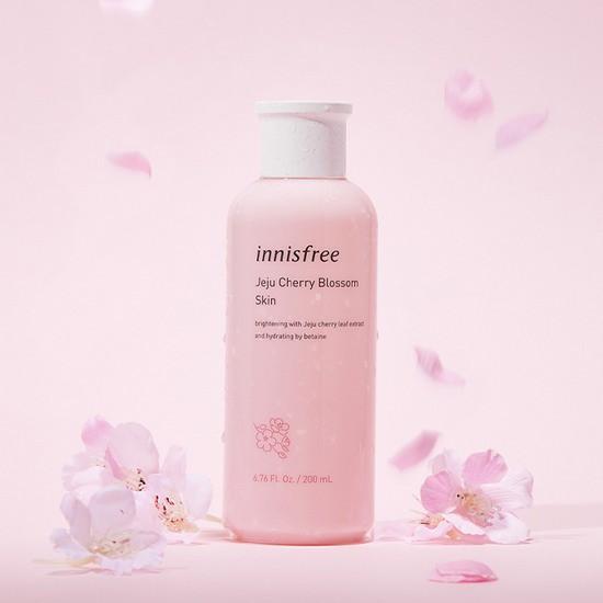 Nước Hoa Hồng Cân Bằng Da Chiết Xuất Từ Lá Hoa Anh Đào Hoàng Gia Innisfree Jeju Cherry Blossom Skin 200ml