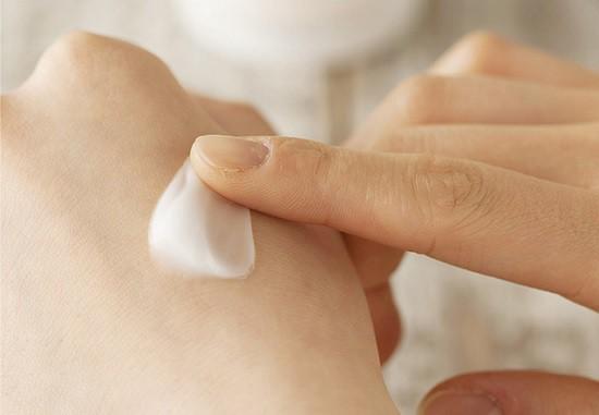 Kem Dưỡng Trắng Da Trị Thâm Nám Và Se Khít Lỗ Chân Lông Innisfree Whitening Pore Cream 50ml