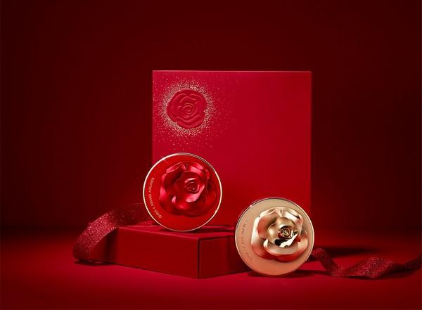 Set Phấn Nước Ohui Phiên Bản Giới Hạn Dành Riêng Cho Noel Ohui Ultimate Cover Cushion Moisture (Red And Gold Rose Petal Edition)