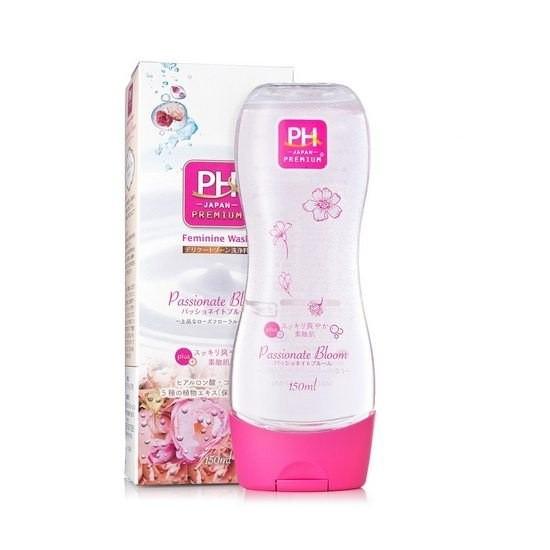 Dung Dịch Vệ Sinh Phụ Nữ Chiết Xuất Hoa Cúc PH Japan Premium Feminine Wash Passionate Bloom 150ml