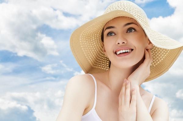 Muốn hết mụn thì nên sử dụng kem chống nắng hằng ngày