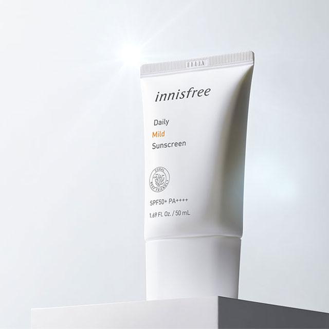 1. Innisfree Daily Mild Suncreen – Loại kem chống nắng lâu trôi với giá siêu rẻ