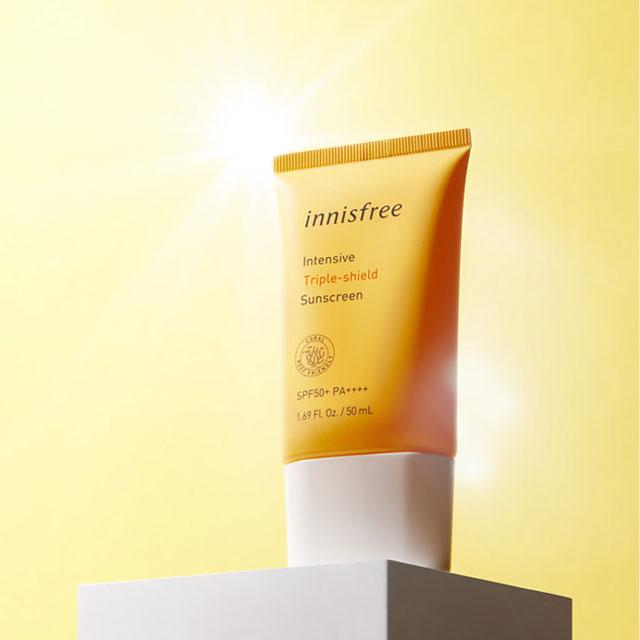 2. Innisfree Intensive Triple Shield Sunscreen – Lạ mà quen (Giá 299,000 cập nhật ngày 26/08/2020 từ Kosmebox)