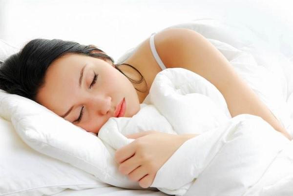 Không nên nằm nghiêng khi ngủ