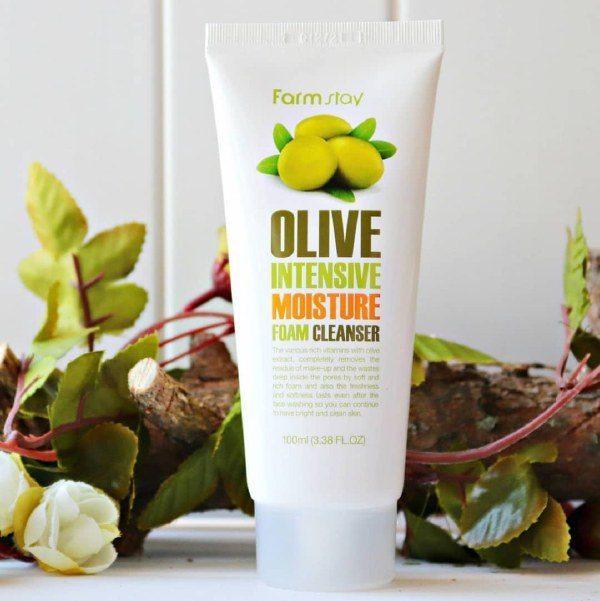 Sữa Rửa Mặt Dưỡng Ẩm Làm Sạch Sâu Farm Stay Olive Intensive Moisture Foam Cleanser 100ml