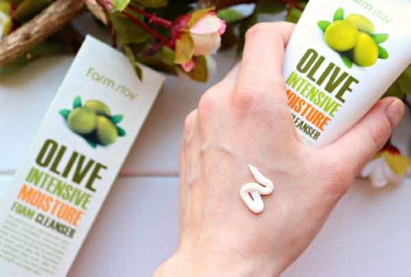 Công Dụng Sữa Rửa Mặt Dưỡng Ẩm Làm Sạch Sâu Farm Stay Olive Intensive Moisture Foam Cleanser:
