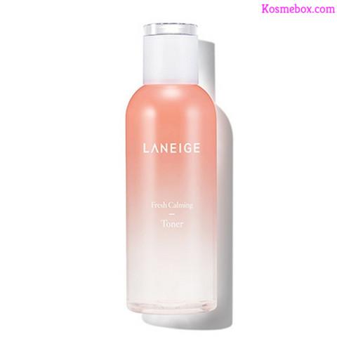 """Gợi ý những item nước hoa hồng Laneige cực cool và hợp guu với mọi loại da Goi-y-nhung-item-nuoc-hoa-hong-laneige-cuc-cool-va-hop-guu-voi-moi-loai-da Main keyword Nước hoa hồng Laneige  Sub keywrods Review Nước hoa hồng Laneige  Nếu như có cơ hội sở hữu trong tay những item nước hoa hồng Laneige chất nhất quả đất, thì điều đầu tiên là bạn sẽ làm gì với chúng? Tìm đâu ra những chai nước hoa hồng vừa cool, lại vừa hợp guu với mọi loại da như các item đến từ thương hiệu Laneige nhỉ? Nếu chị em đang truy lùng loại nước hoa hồng tốt nhất, phù hợp nhất cho da, thì đừng bao giờ bỏ qua những chai nước hoa hồng Laneige mà Kosmebox điểm mặt dưới đây. Thương hiệu Laneige và những item mỹ phẩm chất lừ, đình đám Điểm nhấn của các dòng sản phẩm đến từ Laneige chính là bao bì được thiết kế khá bắt mắt, nguyên liệu được chọn lọc từ thiên nhiên. Hai yếu tố này vừa đáp ứng tốt tiêu chí mãn nhãn lại vừa phù hợp với nguyện vọng an toàn, hiệu quả của đại đa số chị em phụ nữ. Nên đây chính là lý do các item đến từ thương hiệu này được đông đảo các tín đồ mê làm đẹp trên toàn thế giới tin chọn. Điểm qua những nét nổi bật nhất của nước hoa hồng Laneige Ghi điểm trong trái tim người tiêu dùng không chỉ ở mẫu mã đẹp, sự cân xứng hài hòa trong khâu thiết kế bao bì. Mà chất lượng sản phẩm và hầu hết các item đến từ Laneige đều đáp ứng tốt nguyện vọng và tiêu chí của đại đa số người tiêu dùng. Nhờ đó mà các dòng sản phẩm nước hoa hồng Laneige luôn đứng đầu trong bảng xếp hạng bán cháy hàng suốt bốn mùa xuân, hạ, thu, đông. Top hit những chai nước hoa hồng Laneige đáng bỏ tiền ra mua về sử dụng nhất 1.Nước Cân Bằng Cấp Ẩm Cho Da Laneige Fresh Calming Balancing Toner Giới thiệu về Nước Cân Bằng Cấp Ẩm Cho Da Laneige Fresh Calming Balancing Toner Nước cân bằng dưỡng ẩm laneige fresh calming balancing toner nằm trong bộ sưu tập """"Fresh Calming Line"""" top hit của Laneige. Item giúp chị em cân bằng độ ẩm cho da, dưỡng da siêu ẩm mịn, mềm mượt như da em bé và khỏe mạnh ngay từ sâu bên trong. Đánh giá ba"""