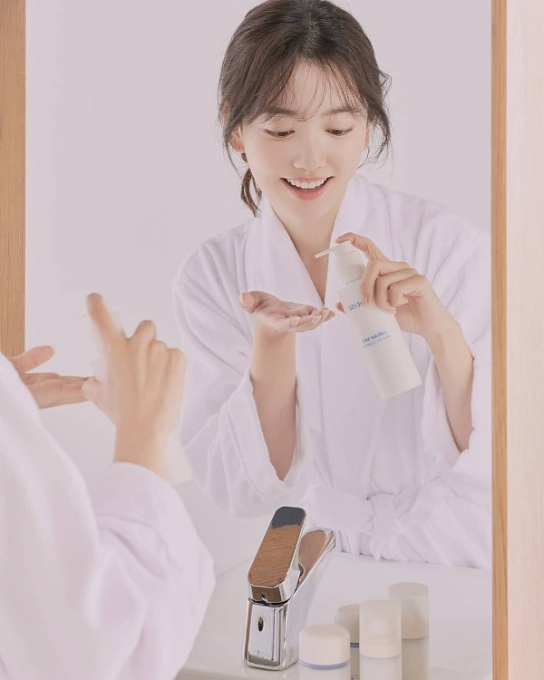 Mô tả Sữa Tẩy Trang Dưỡng Ẩm Da Laneige Cream Skin Milk Oil Cleanser 200ml