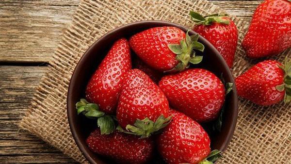 Mặt Nạ Chống Lão Hóa Da Chiết Xuất Dâu Tây Skinfood Sugar Topping Mask Real Strawberry