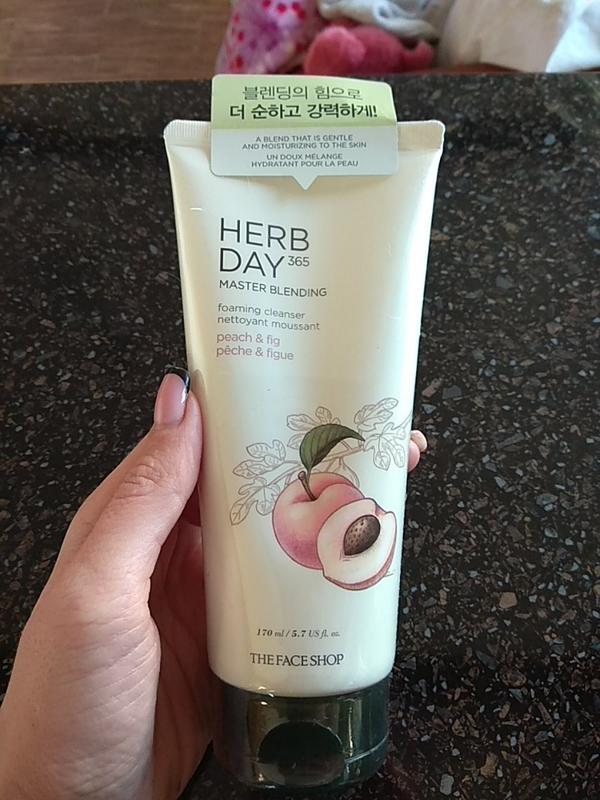 Hình ảnh thực tế Sữa Rửa Mặt Đào & Quả Sung Herb Day 365 Master Blending Foaming Cleanser 170ml