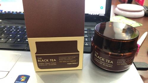 Kem Dưỡng Ẩm Và Chống Lão Hoá Chiết Xuất Trà Đen Tonymoly The Black Tea London Classic Cream 50ml