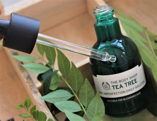 Tinh Chất Trị Mụn Bảo Vệ Da The Body Shop Tea Tree Anti-imperfection Daily Solution