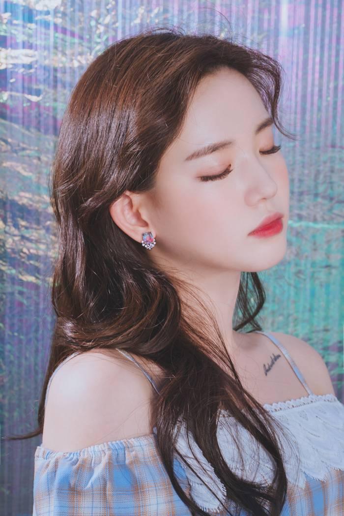 Bông Tai Pha Lê Cao Cấp Holiday Bloom Earrings