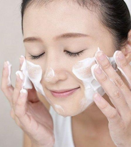 Review Sữa Rửa Mặt Làm Sáng DaTonymolyFloria Brightening Foam Cleanser 150ml